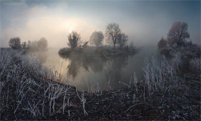 утро, туман, река, рассвет, пейзаж, свет, солнце, иней, заморозок, изгиб, русло, отражения Первый заморозок на рекеphoto preview