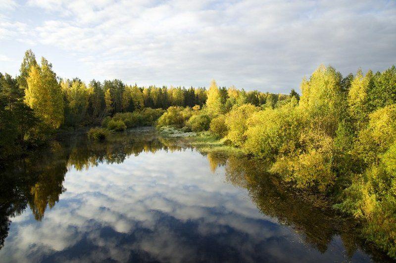 облака,небо,отражение,осень,цвета,вода,река,листва,деревья Небо и осеньphoto preview