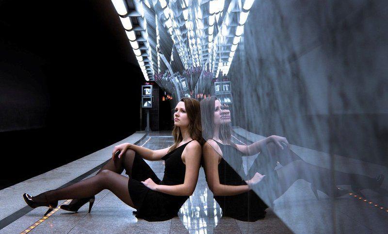 девушка, метро Серафимаphoto preview