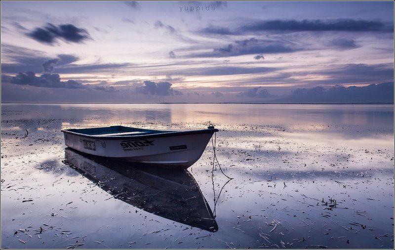 bali, boat, sanur Пейзаж с лодкой в утренние сумеркиphoto preview