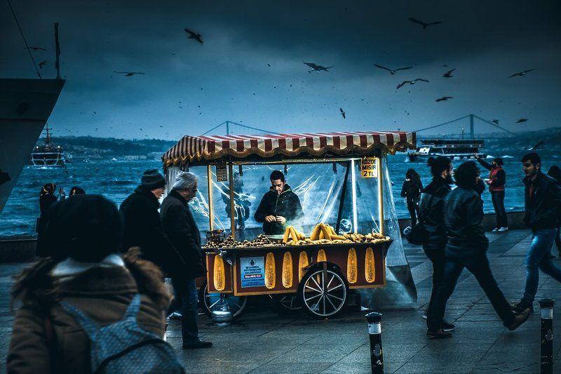 Турция, торговец, Стамбул, неподвижное, набережная, кукуруза, золотой рог, жареные каштаны, движение, turkey, still, roasted chestnuts, promenade, movement, motion, istanbul, golden horn, corn, a trader still movement...photo preview