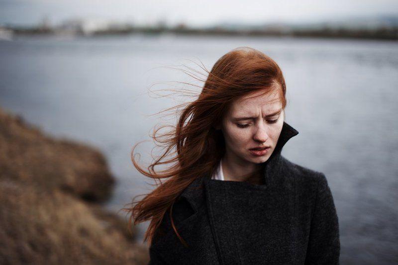 портрет, девушка, берег, непогода, красивая, рыжая, холод Ритаphoto preview