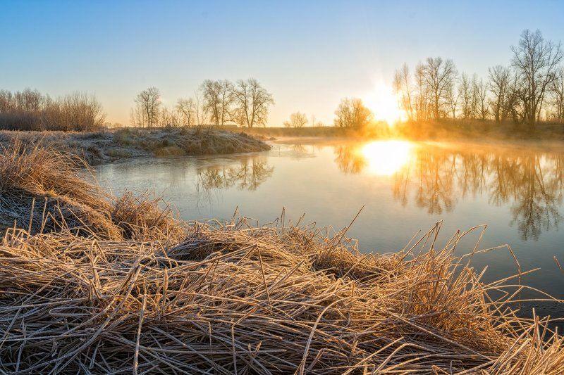 Ахтуба, рассвет, река, туман, первый лёд В преддверии зимыphoto preview