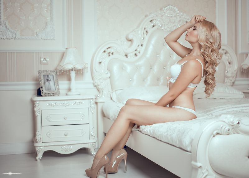 Анастасия   Нижнее белье   красивая   кровать   девушка   гламур  волосы   каблуки  легкие   модели   пастельных оттенков   сексуальная   студия   белый   цвет  Коррекция Anastasiaphoto preview