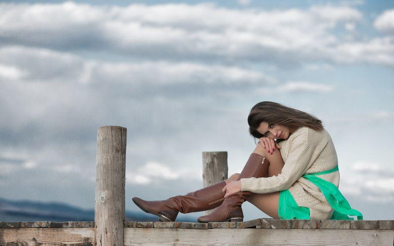 красивая   платье   девушка   волосы   у моря     портрет   красивой   свитер Екатеринаphoto preview