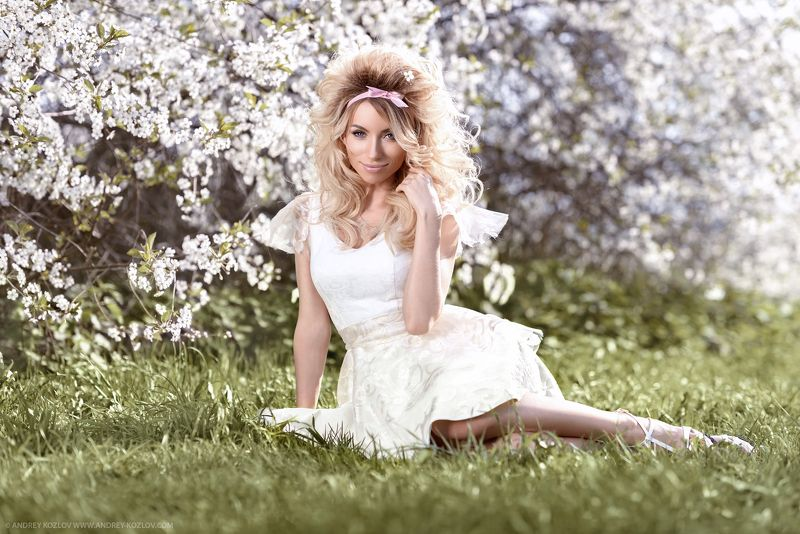 Beauty, Blossom, Cherry, Fashion, Flowers, Garden, Girl, Glamour, Model, Outdoors, Park, Portrait, Sexy, Smile, Young Katiaphoto preview