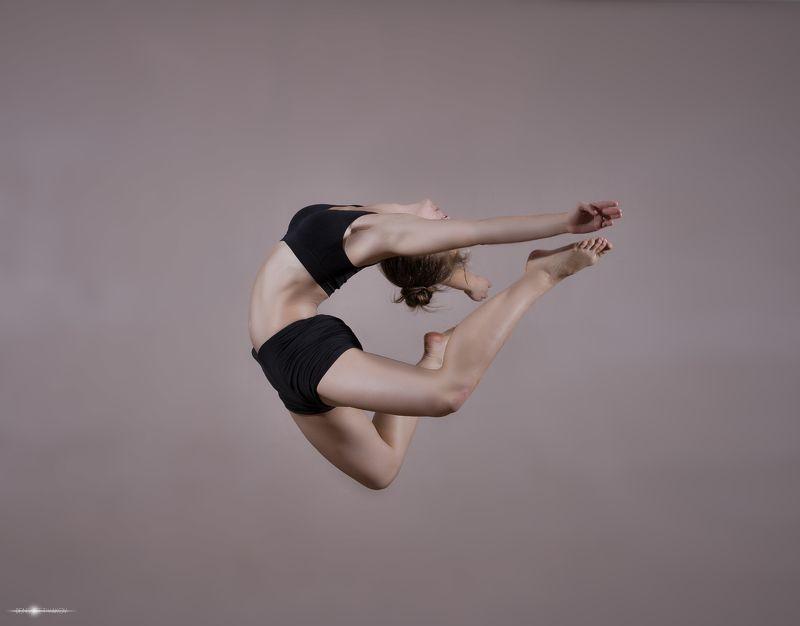 красивая   красота   девушка   прыжок   свет   спорт Прыжокphoto preview