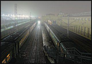 Над железными дорогами туман...