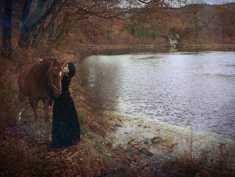 девушка, лошадь, осень cold autumnphoto preview