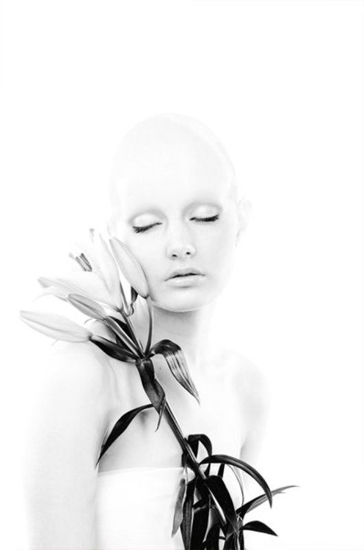 девушка,цветок не живыеphoto preview