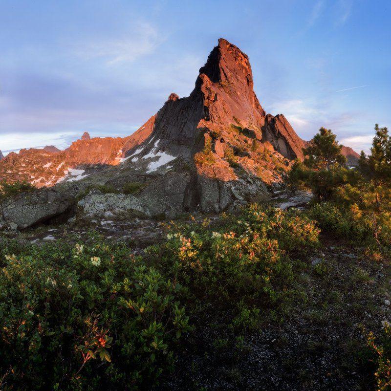 Национальный парк Ергаки Стоит \