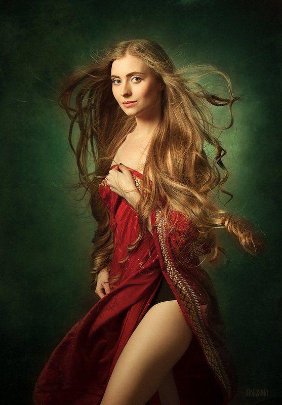 классический портрет, девушка, модель, волосы, длинные, разлетаются, красное платье,  Маргаритаphoto preview
