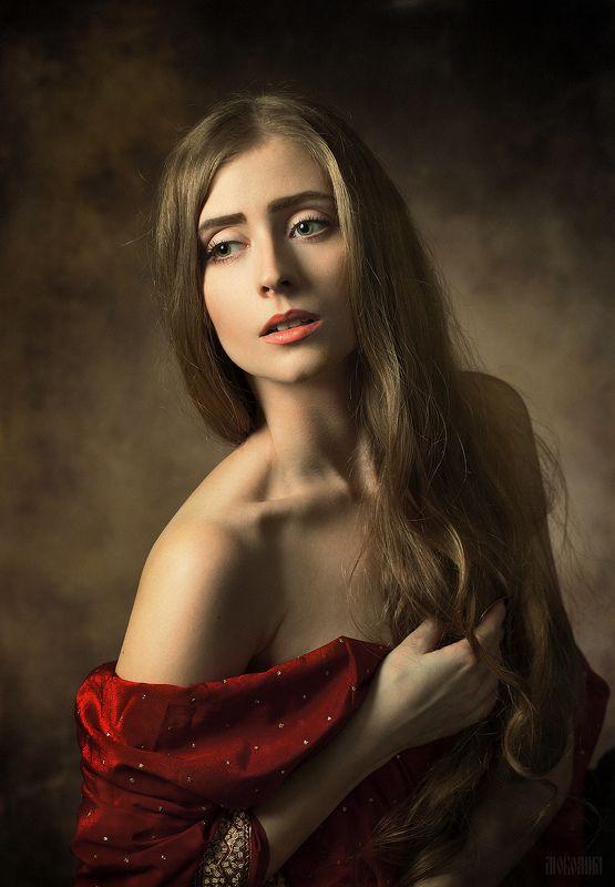 портрет девушки, студия, свет, длинные волосы, красное платье Надеждаphoto preview