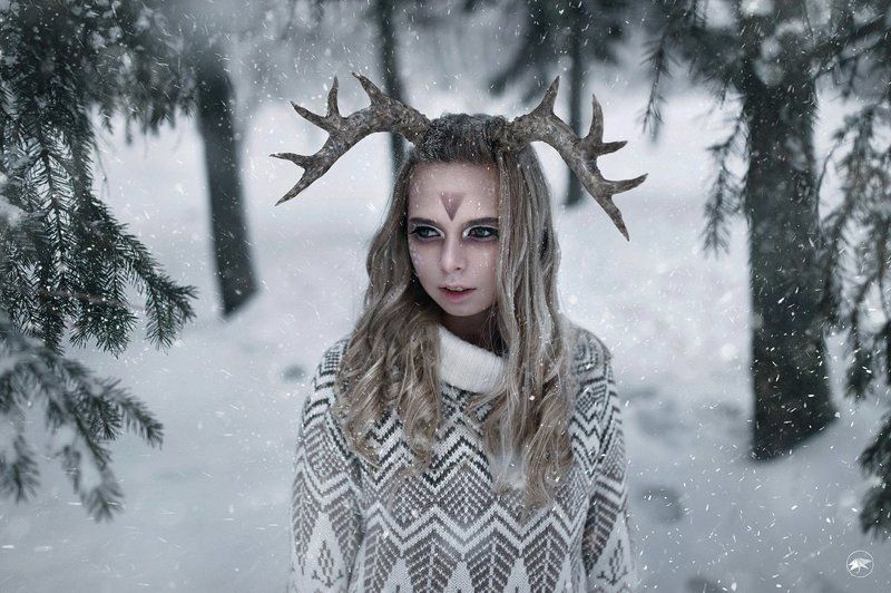 девушка, рога, копыта, снег, лес, хлопья, холод, макияж, раскраска, ветви, арт Бэмбиphoto preview