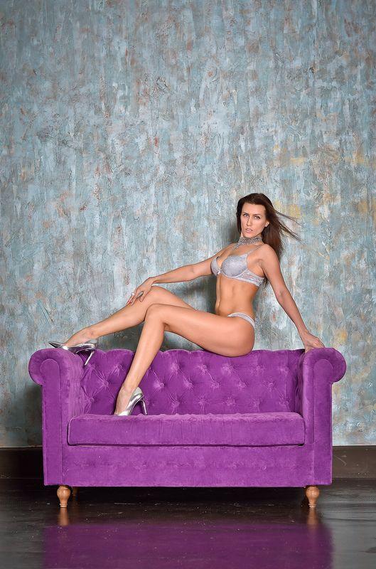 На диване.photo preview