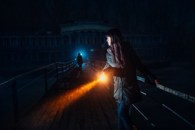 night, girl, dark, flashlight, blue, yellow, bridge, dock Horror photo preview