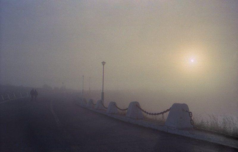 Туман, дорога, восход, заполярье Двоеphoto preview