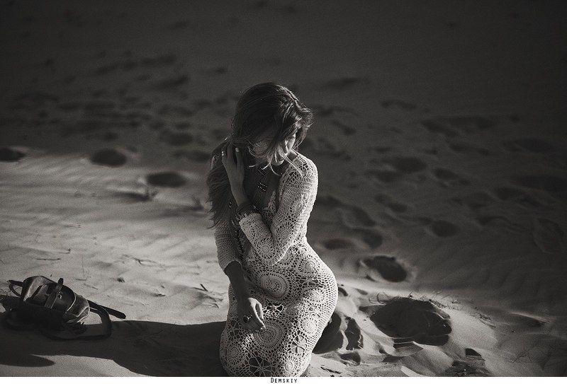 Девушка модель песок ***photo preview