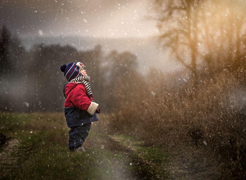 child,children photography,portrait, fotograf olsztyn, Waiting fot winterphoto preview