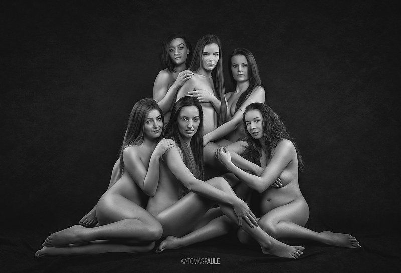 bw,nude,group,model, Girlsphoto preview