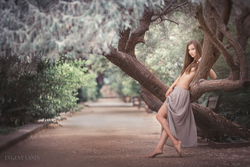 девушка,парк, фотосессия,ню Наедине с природойphoto preview