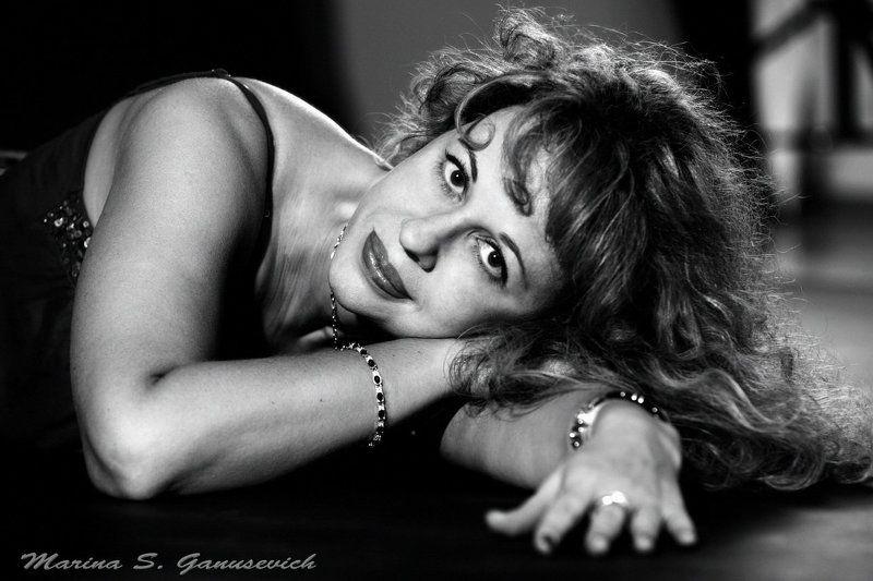 портрет, женщина, глаза, лицо Я просто женщинаphoto preview