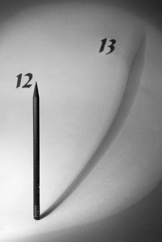 часы, карандаш, время, понедельник Тринадцатый понедельник по Сальвадору Дали. Фрагмент.photo preview