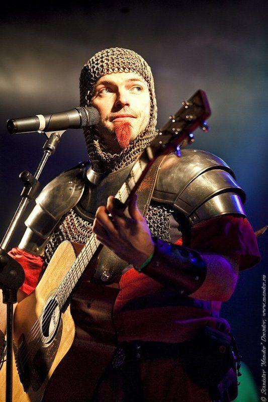 рыцарь, музыкант, гитара, концерт, фолк Лыцарь с гитарой!photo preview