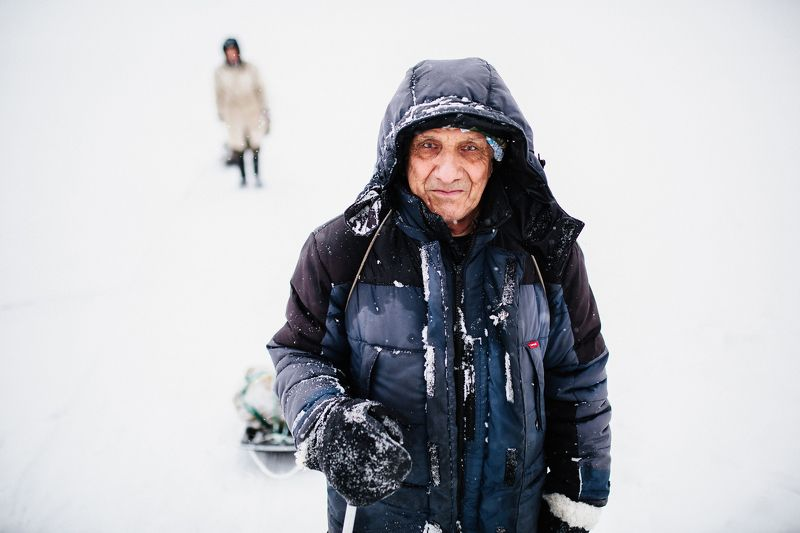 man old winter fisherman snow  Рыбак photo preview