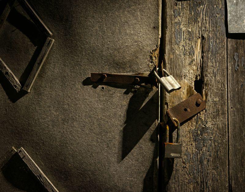 дверь, ворота, замок, навес, сарай, старость Доступ закрытphoto preview