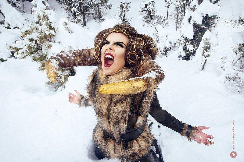 Портрет, девушка, минотавр, существо, рога, копыта, украшения, образ, зима, снег, лес, холод Minotaurphoto preview