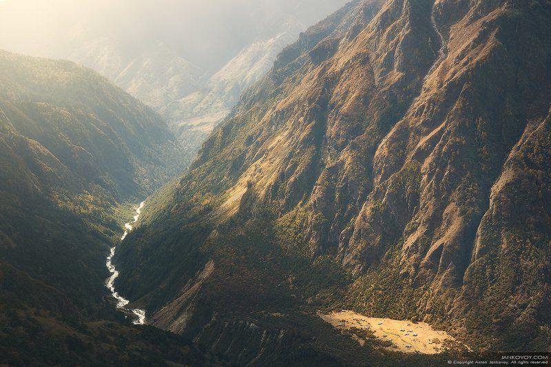 Непал, Гималаи, горы, трек, треккинг, скалы, природа, пейзаж, путешествия, Игра света и тениphoto preview