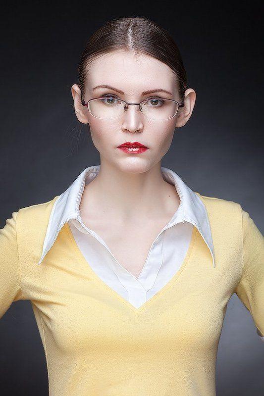 девушка, красота, очки, прическа Понедельник день тяжелый или правило №62photo preview