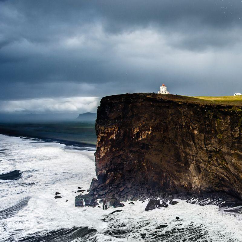 природа,пейзаж,путешествия,море,океан,шторм,гора,утёс,маяк,исландия Маяк на Дюрхалейphoto preview
