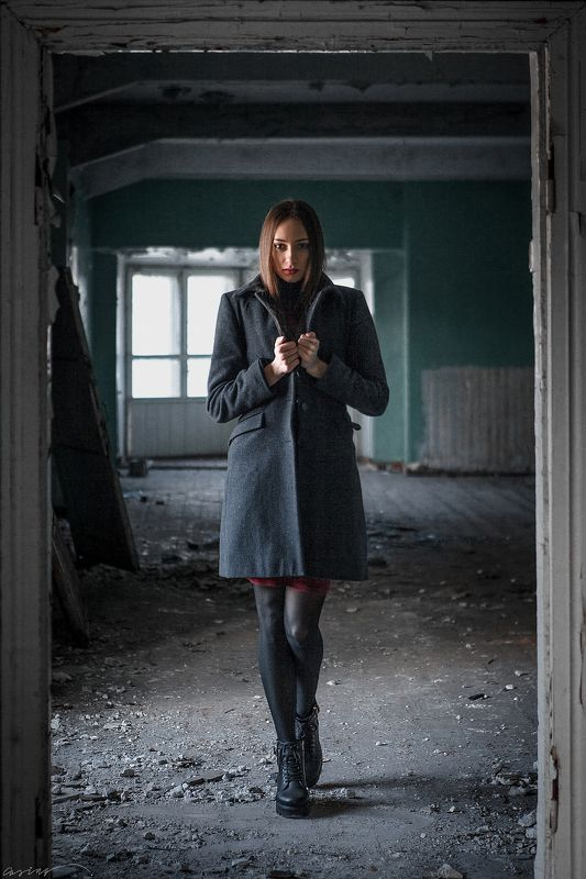 beauty, girl, old, abandoned, deserted, desolate, forlorn, dilapidated, house, vsco, film Случайная встречаphoto preview