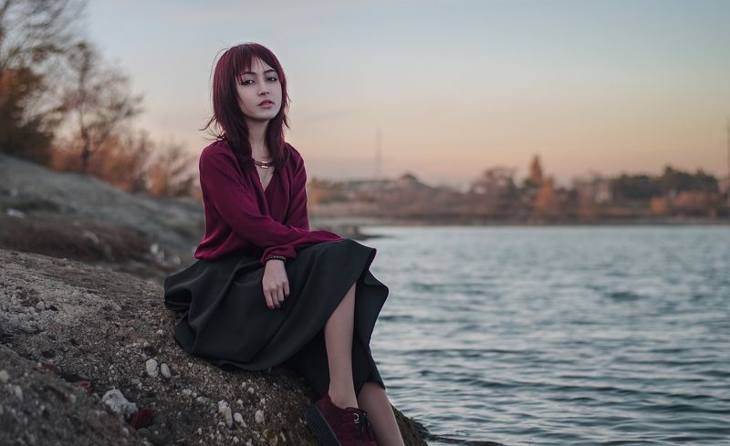 girl, red, portret, hair, leaf, beautiful, lake Евгенияphoto preview
