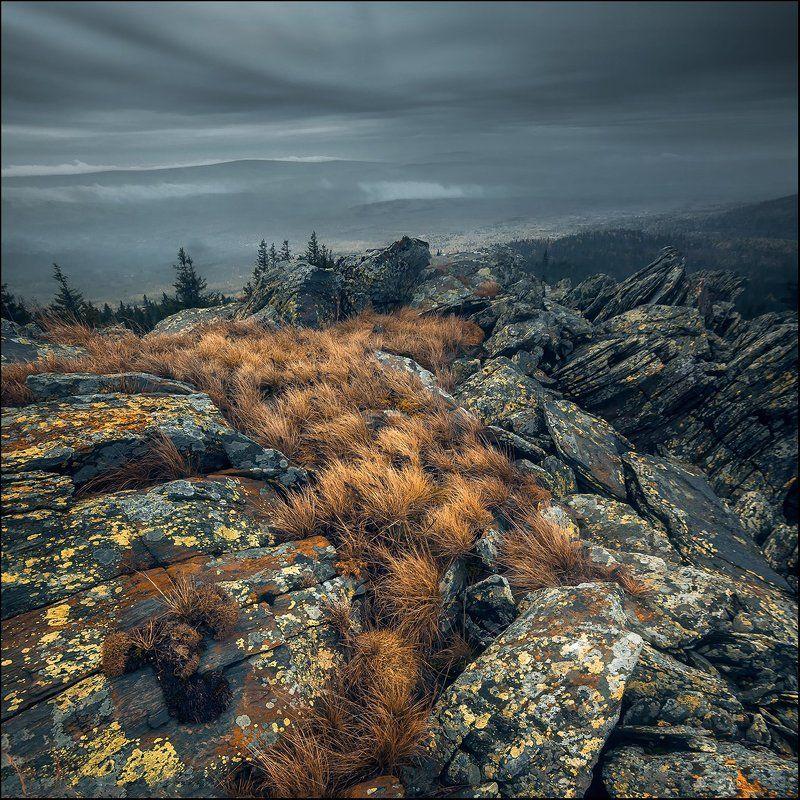 камни, осень, трава, тучи, урал Урал-суровый крайphoto preview