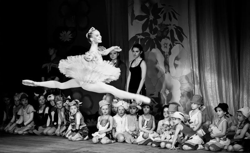 репортаж, эмоции, танец, концертный репортаж Восторг и завистьphoto preview