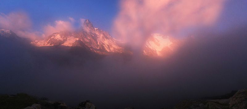 Кавкакз , утро. солнце, туман Ущелье Адыл Суphoto preview