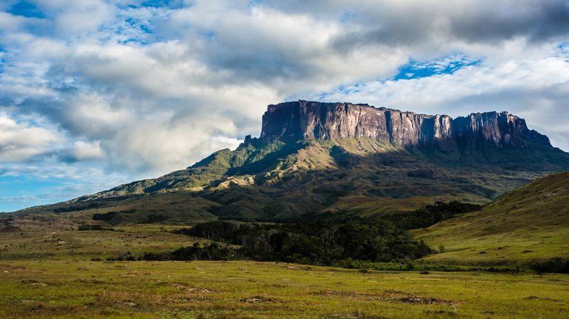 путешествия,природа,венесуэла,горы,тепуи,столовая гора,кукенан,лето photo preview