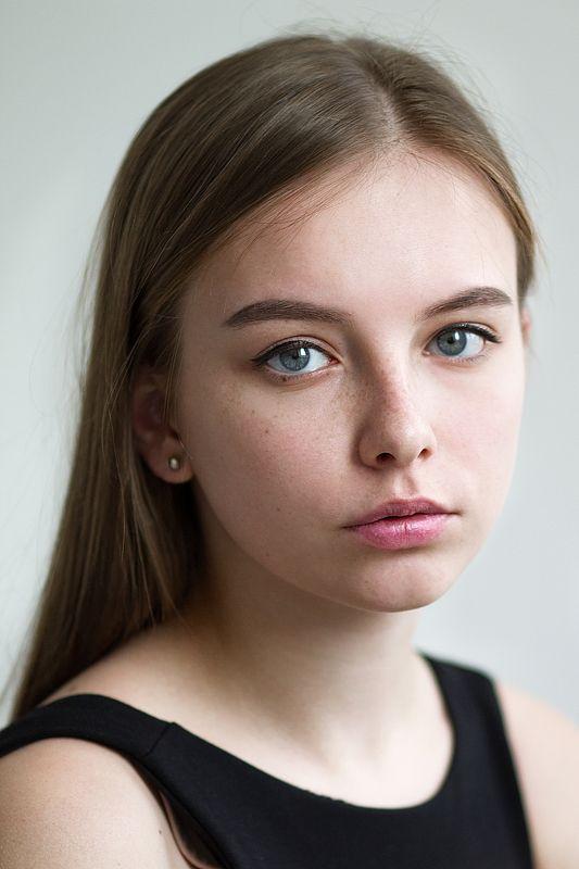 Портрет, девушка, глаза, эмоции, лицо, люди, свет, студия Сандраphoto preview