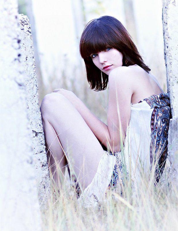 саша, холод, платок, взгляд, руины Холодphoto preview