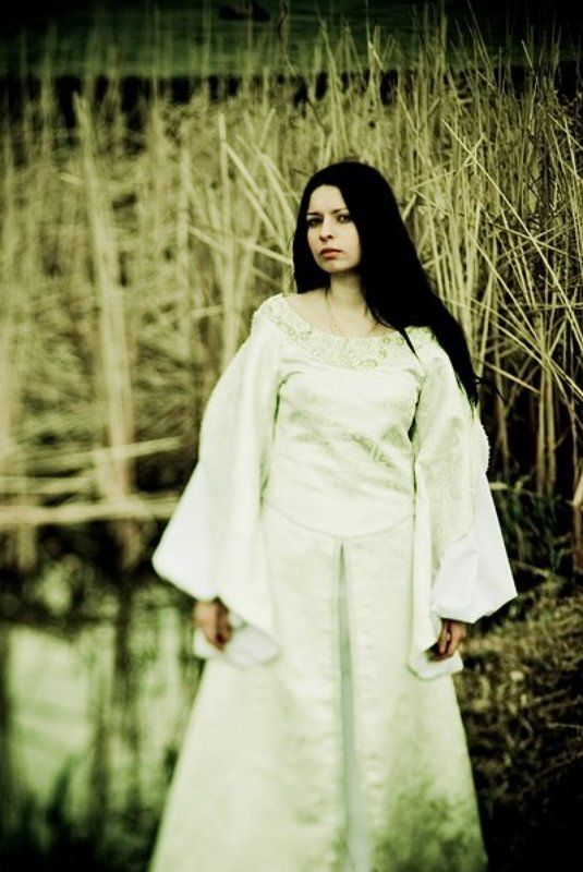 девушка, платье, белое, средневековье, камыши, озеро, принцесса photo preview