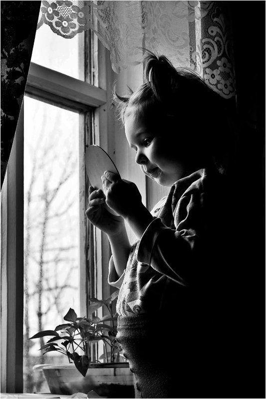 шалафаев илья, shalapai-art, детский портрет, зеркало, окно, в деревне зеркальцеphoto preview