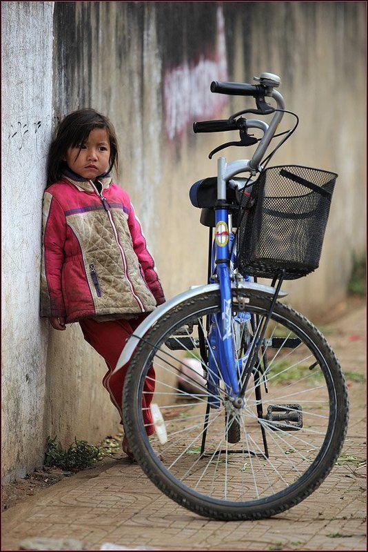 лаос, девочка, велосипед, грусть Грустьphoto preview