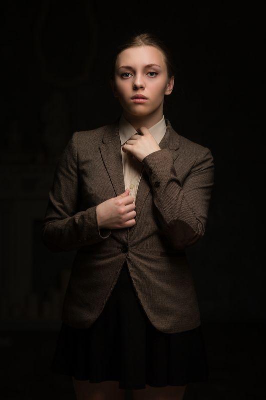Девушка в пиджаке, Жесткий взгляд, Короткое платье, Портрет девушки No promlemphoto preview