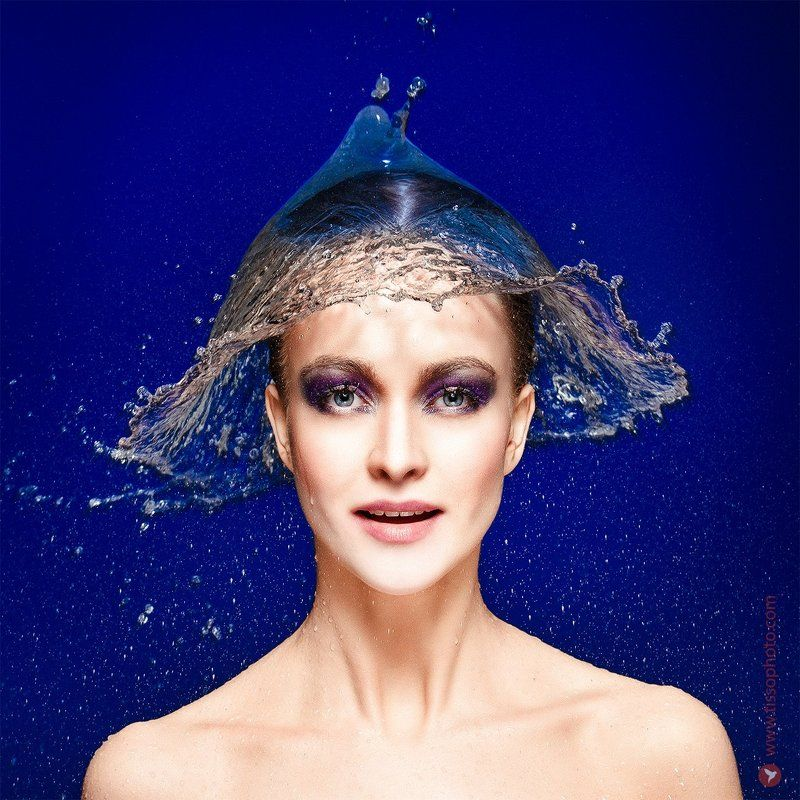 Портрет, девушка, лицо, взгляд, вода, брызги, студия, макияж Королева брызгphoto preview