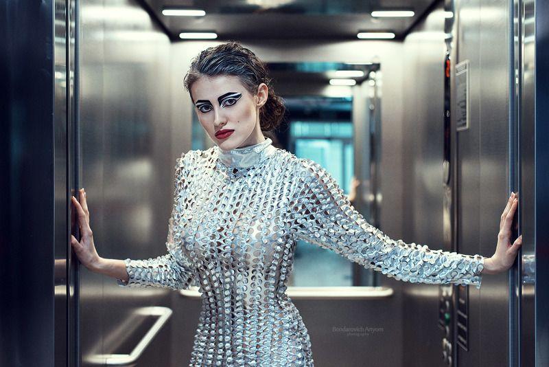 девушка, лифт, модель, будущее Гостья из будущегоphoto preview