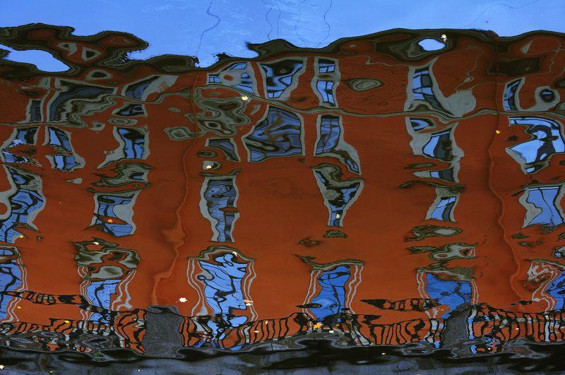 Питер, дом, вода, отражение, абстрактное Crazy housephoto preview