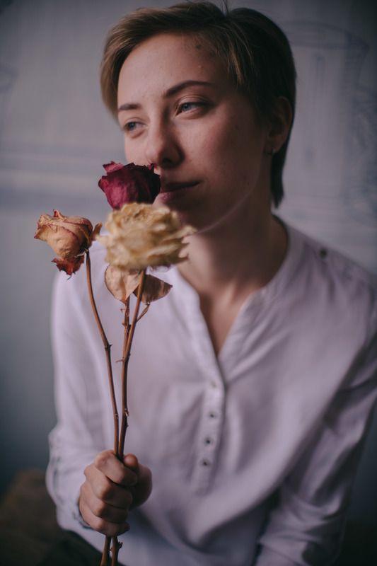 девушка цаветок цветы цифра никон nikon d800 50мм портрет окно свет композиция  Таняphoto preview